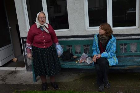 Ieva ir močiutė adventistė kramsnoja sausainius